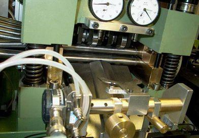 Macchina automatica lavorazione spallamento in acciaio