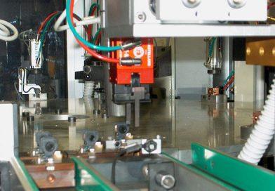 Montaggio e saldatura componente elettronico