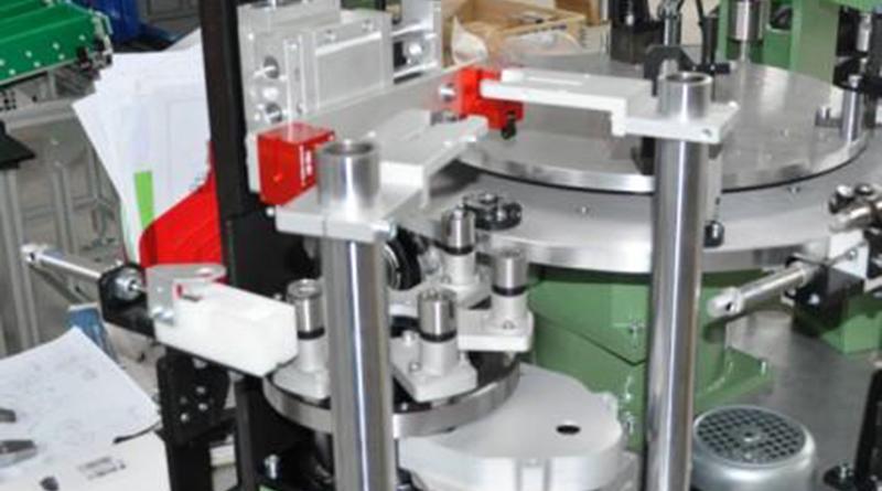 Stazione di carico su tavola rotante